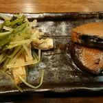 つりや - 料理写真:付け出し 水菜と挙げの煮物と鰹の醤油煮