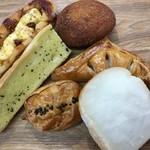 焼きたてパン工房 ぶどうの木 - 料理写真:オリジナルパン