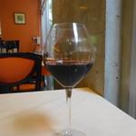 シェ アキ - グラスワイン赤