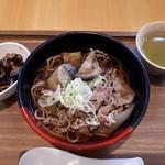 カフェ ダイニング 仲宿 - 牛肉と揚げ茄子の蕎麦