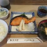 大衆割烹 三州屋 - 銀鮭の塩焼定食 930円
