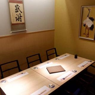 プライベートな空間でゆったりとお食事を満喫。接待や会食に