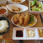 トリニティ オイスター ハウス - 6個の牡蠣フライランチ@1200円(税込み)