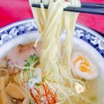 梅軒 - 塩ラーメン スープが澄んでいて美味い