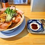 サバ6製麺所 - サバ醤油そば 肉増し + サバ寿司セット