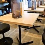 サバ6製麺所 - 店内(テーブル席)