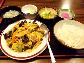 東僑酒楼 - キクラゲと豚肉と玉子炒め定食