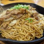焼そば専門店 突貫亭 - 突貫亭焼そば(大) ほそ麺 醤油(650円)+肉2倍(200円)