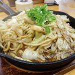 焼そば専門店 突貫亭 - 突貫亭焼そば(大) ふと麺 ソース(650円)+野菜かなり大(250円)