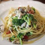 トラットリア ダ ゴイーノ - サワラとブロッコリー、ドライトマトのスパゲティ