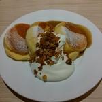 幸せのパンケーキ - 紅茶ミルクパンケーキ自家製グラノーラがけ