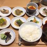71745968 - さわら、賀茂茄子、いくらのせ茶碗蒸し、お刺身                       玉蜀黍と胡麻豆腐、烏賊を炊いたん、青菜煮浸しに香の物、ごはん、赤だし。