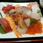 71746301 - 海鮮丼 具の大盛り 大食いのあなたも大満足ですよ☆