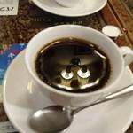 ぽえむ - ライトの映り込んだコーヒー。