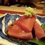 しらに田 - ◆ヨコワ鮪・・4キレ盛られています。普通に美味しいかしら。