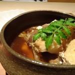 しらに田 - ◆鯛のあら炊き・・通常のあら炊きほど濃厚な味わいではなく、薄めのお味付。 ご飯がこの時点で出されていませんので、単品で頂くには食べやすいかと。