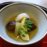 京料理 かじ - たけのこ・ふき・金時人参・椎茸・里芋・ごま麩のオランダ煮の炊き合わせ