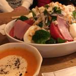 炭火伊酒屋 フォルトゥーナ - 5000円で飲み放題つきで宴会!サラダの野菜がたっぷりでびっくり!!