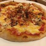 炭火伊酒屋 フォルトゥーナ - 小エビがたっぷりのったピザ。エビの味が程よく、強すぎなくておいしかったです!