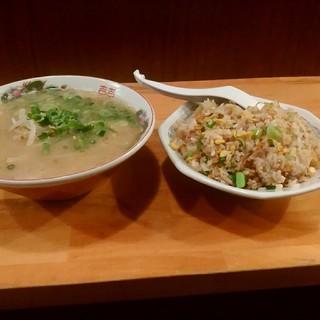 丸和前ラーメン - 料理写真: