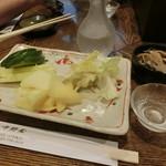中野屋 - サービスの「お新香」と日本酒は「魚沼」450円は