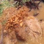 鹿児島ラーメン 豚とろ - 濃厚醤油豚骨スープ