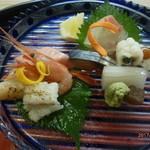 京料理 かじ - お造り(鯛、鮪、しめさば、鱧、鱧の焼霜、海老、剣先いか、ホタテ炙り)