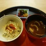 京料理 かじ - 鱧の炊き込みご飯、漬物、あさりの味噌汁