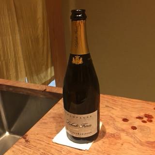 米増 - ドリンク写真:いつものように、【withシャンパンボトル】です。 和食に合う、キリッとしたシャンパンです。 (飲み終わった後のボトルです。)