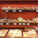 カフェ・ラット・25° - 菓子パン類は200円程度から