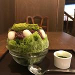 甘党茶屋 梅園 - 宇治金時に抹茶わらび餅と白玉をトッピング