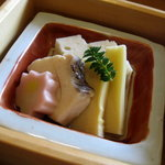 味菜香 やま脇 - 鯛、筍、生麩、白身魚しんじょの炊き合わせ