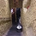たに 梅田お初天神店 - 地下に降りていく階段