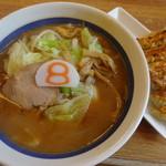 8番らーめん - 料理写真:野菜ラーメン(味噌):餃子