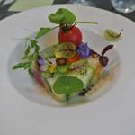 アキヒサ ハンダ - 野菜のテリーヌ 稚内産ハーブを添えて