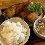 虎丸キッチン - ★カニコロッケと海老フライのセット