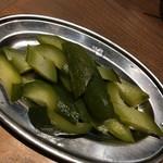 大衆ビストロ 煮ジル - きゅうりのピクルス300円