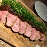 大衆ビストロ 煮ジル - 無菌豚肩ロースのコンフィロースト1280円