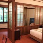 万平ホテル - 碓氷館のお部屋 アルプス館に似てはいます
