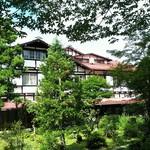 万平ホテル - お庭からみたアルプス館