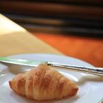 万平ホテル - 朝ごはんのときのクロワッサン あたためてあります