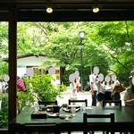 軽井沢 川上庵 - 店内から外をみると・・・