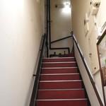 71778264 - ビルの入り口から店舗に向かう階段。少し急勾配なので注意して下さい。