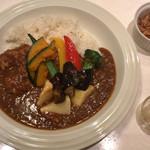 カレーの王様 - 野菜カレー ¥670 + フライドオニオン ¥20 + らっきょう ¥20