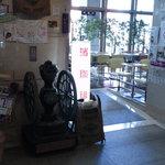 濱珈琲 - 自治会館内の入口