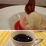 レストラン スーリール - *コンポートされたピーチが半分盛られ、ボリュームもありますし桃特有の旨みを感じます。 フランボワーズソースの味わいもいいですね。 ◆珈琲・・拘りの品で美味しい。