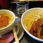 勢拉 - つけ麺(中盛)・極太黒メンマトッピング (ネギ増増)・胡椒、一味唐辛子一杯