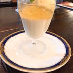ブラッスリー三幸 - パンナコッタ桃ジュレアイスクリーム添え
