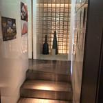 焼肉匠 満炎 - 4階でエレベーター降りたお店の入り口