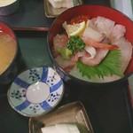 鈴木鮮魚店 - 料理写真:海鮮丼(上)